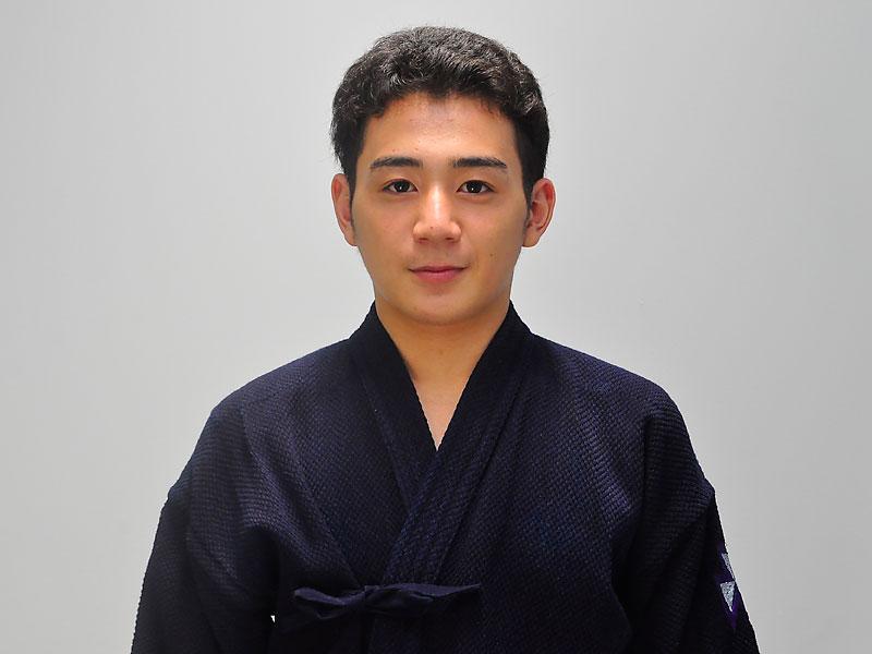 横藤 就平(よこふじ しゅうへい)